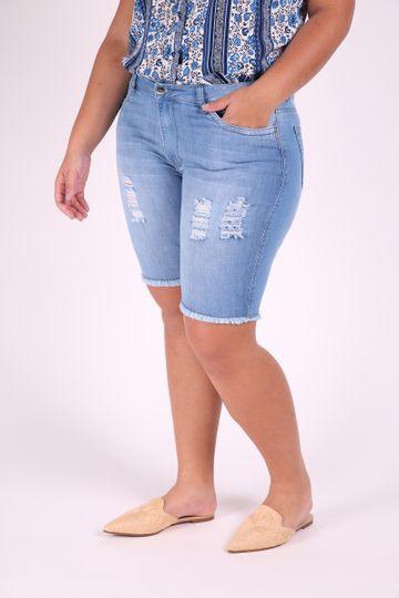 Bermuda com Rasgos com Barra Desfiada Plus Size 60