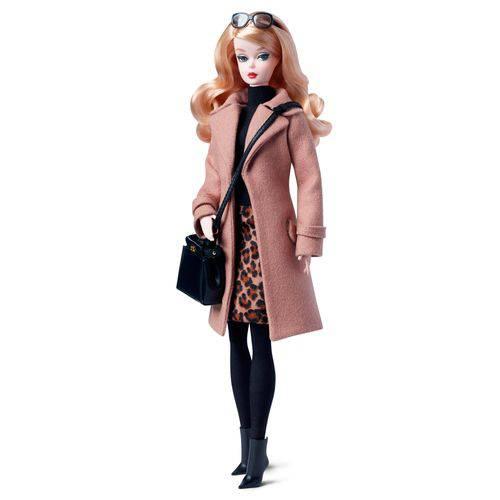 Boneca Barbie Silkstone Classic Camel Coat Poseable - Mattel