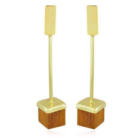 Brinco Dourado Longo Cubo Madeira
