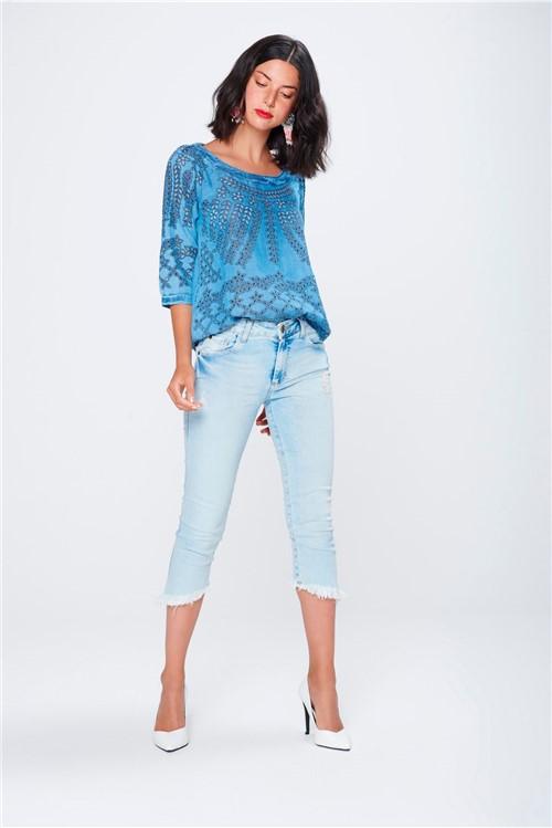 Calça Capri Jeans com Barra Assimétrica