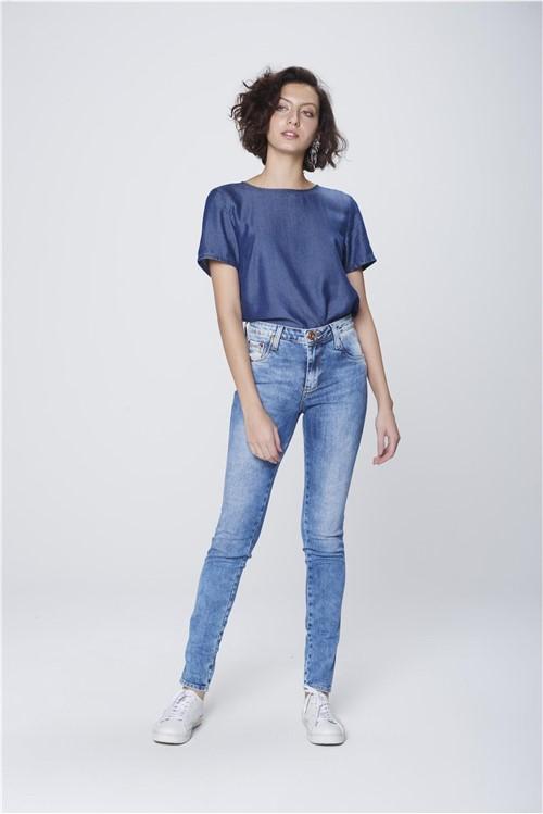 Calça Cigarrete Jeans com Etiqueta Bolso
