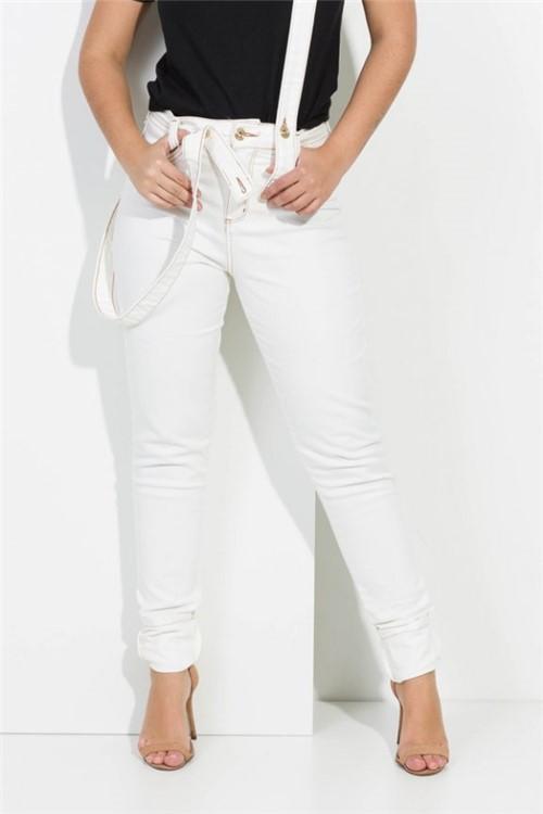 Calça Feminina Jeans Off White com Suspensório CL0517 Kam Bess