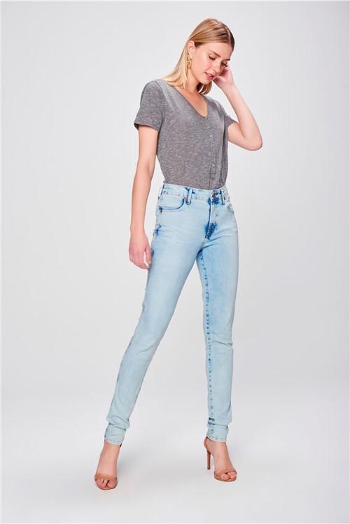 Calça Skinny Jeans com Bolsos Embutidos