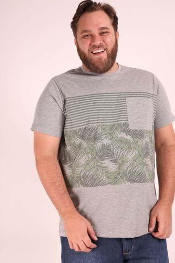 Camiseta com Bolso e Estampa Plus Size Verde P