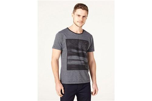 Camiseta Sombras Tropicais - Preto - M