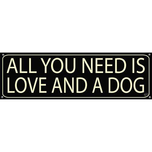 Placa de Decoração All You Need Is Love And a Dog Preta