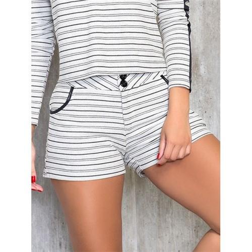 Shorts Listrado com Detalhe em Cirrê M
