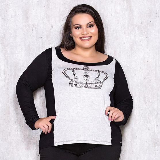 T-Shirt Plus Size com Bordado Manual Localizado M