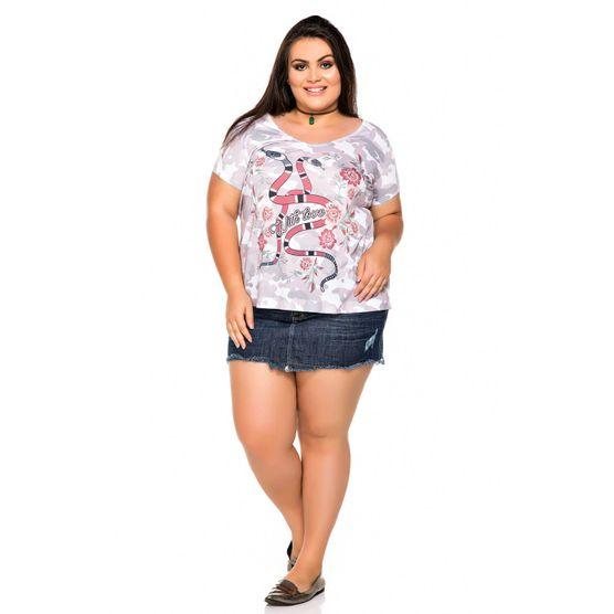 T-Shirt Plus Size com Estampa Camuflada com Cobras e Floral P