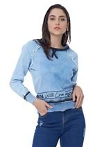 Blusa Jeans com Estampa e Detalhes Desfiados