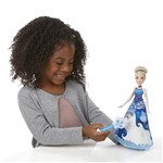 Boneca Cinderela Vestido Mágico - Hasbro