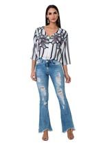 Calça Jeans Flare com Puídos e Barra Desfiada