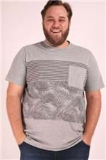 Camiseta com Bolso e Estampa Plus Size Cinza P