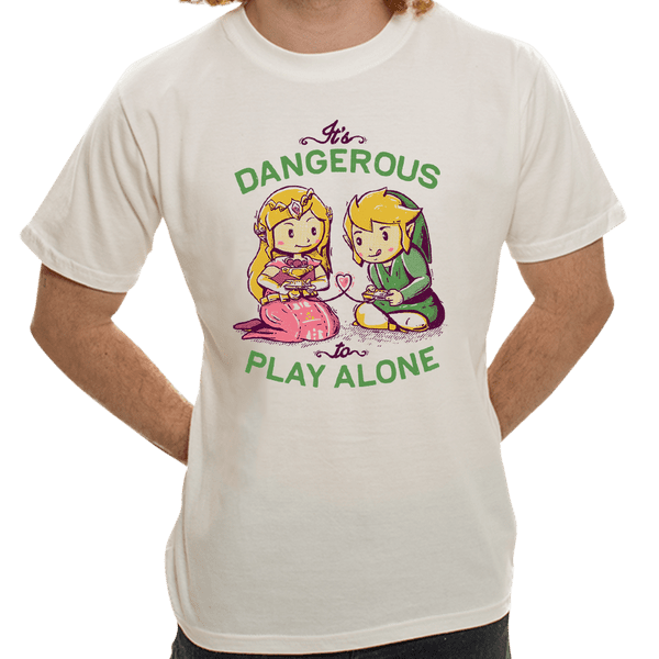 Camiseta Its Dangerous To Play Alone - Masculina - P
