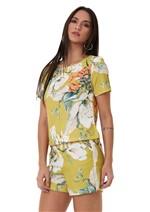 Conjunto Estampado Floral em T-Shirt e Shorts