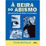Livro - à Beira do Abismo - um Mistério de Cléo e Levesque