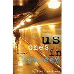 Livro - Us Ones In Between - a Novel