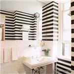 Papel de Parede Adesivo Listrado Horizontal Preto e Branco Banheiro Cássia LT18109