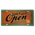 Placa de Metal Decorativa Come In We Are Open - 30,5 X 15,5 Cm