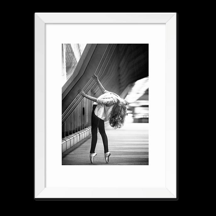 Quadro Bailarina de Rua Moldura Branca Lisa -30x20cm-sv