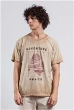 T-shirt Adventure Awaits Caqui M