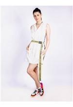 Vestido Curto de Nylon com Adesivo e Capuz - 40